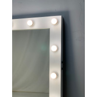 Белое настенные гримерное зеркало 100х100 с подсветкой